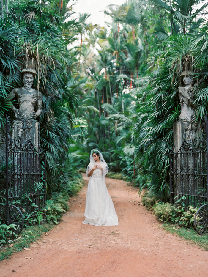 Tropical garden destination wedding inspiration / Sri Lanka / photography jasminepettersen.com